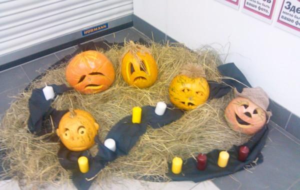 Оформление входных групп Media Markt к Хэллоуину
